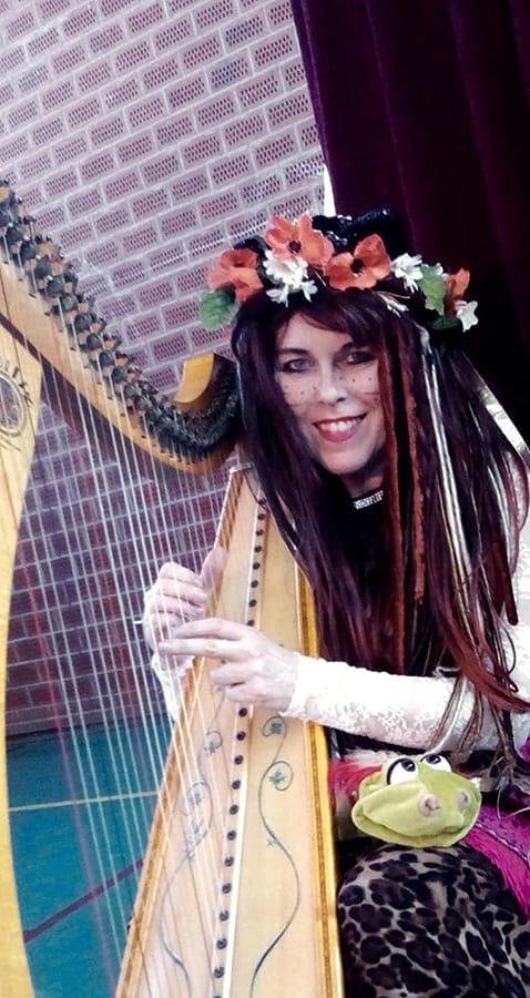 Donderelf poppenkasteel theresia met harp