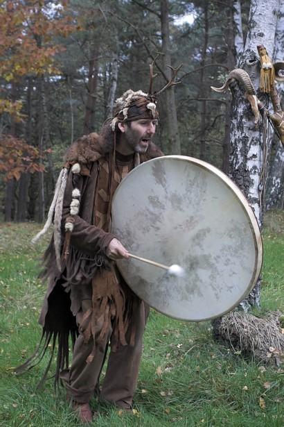 Donderelf verteltheater indiaanse prehistorische vertellingen verhalenverteller